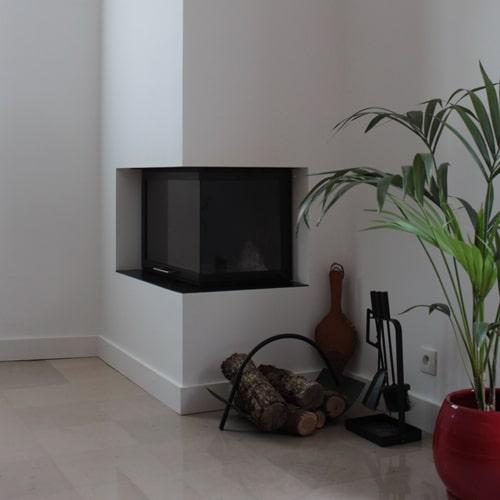 cheminée contemporaine d'angle Toulouse réalisation Cheminées iiio