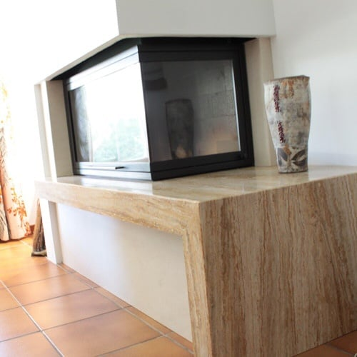 cheminée moderne à foyer fermé Thermiconfort Cugnaux réalisée par Cheminées iiio Toulouse